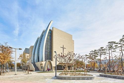 대전에도 이런 건물이_대전관평동 성당(금상).jpg